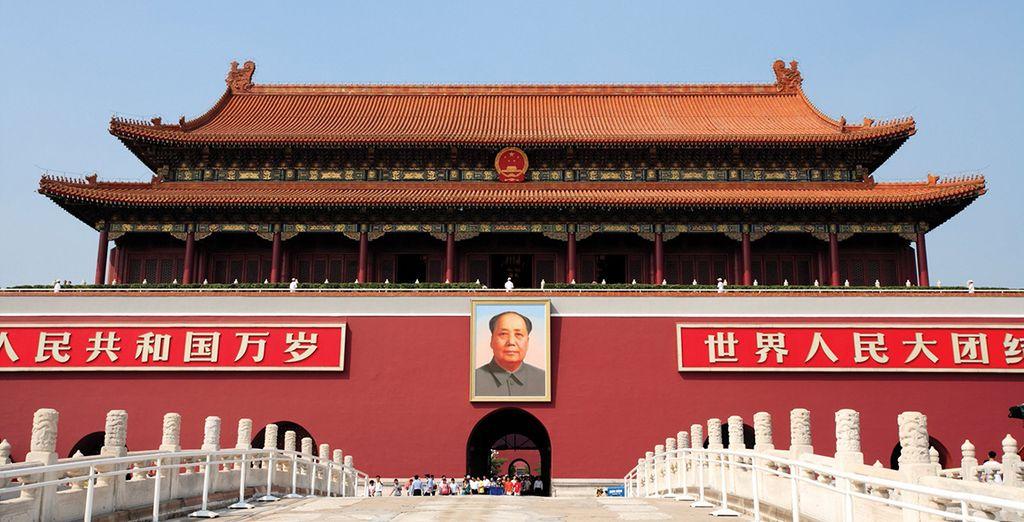 Explore Tiananmen Square in Beijing