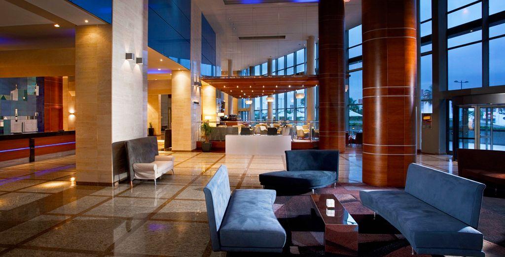 Enjoy a luxury stay at the Melia Valencia Hotel - Melia Valencia 4* Valencia