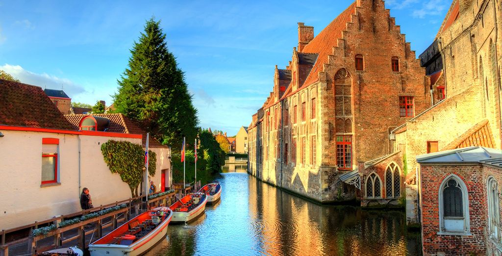 Head out and explore Bruges' charming waterways - Grand Hotel Casselbergh 4* Bruges