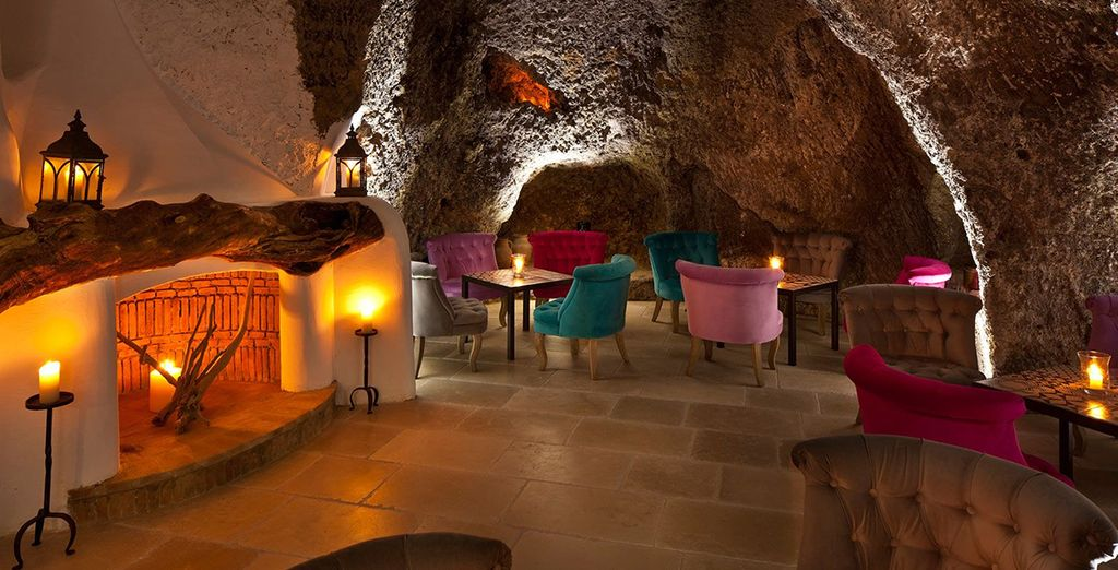 Enjoy a delicious cocktail in romantic surroundings...