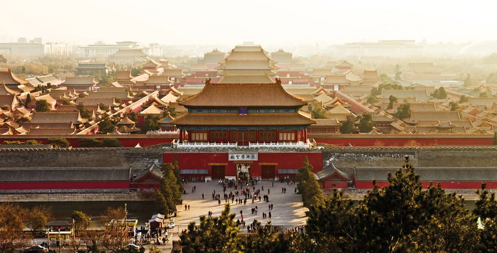 Visit historically significant places such as Tiananmen Square and the Forbidden City