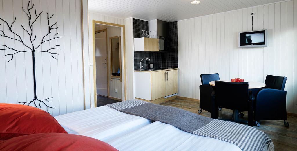 Your cosy cabin features fresh Scandinavian decor