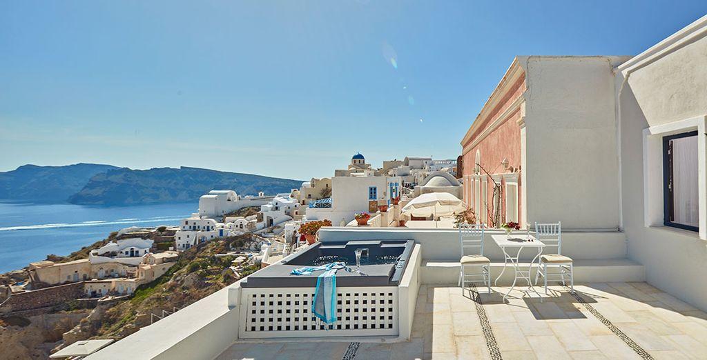 Expect magnificent views - La Maltese Oia 5* Santorini
