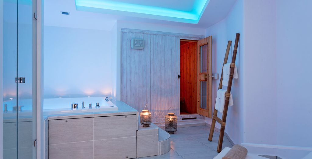 Return to the hotel to indulge your senses in the Jacuzzi