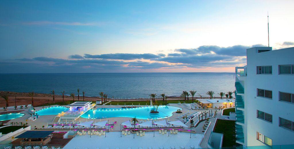King Evelthon Beach Hotel And Resort Facebook