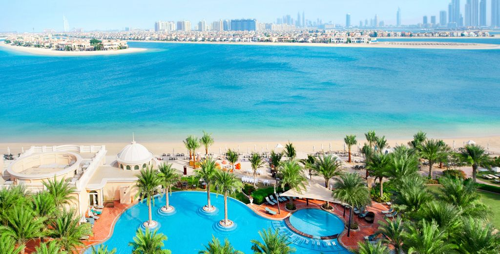 This hotel is exceptionally located overlooking the Arabian Gulf