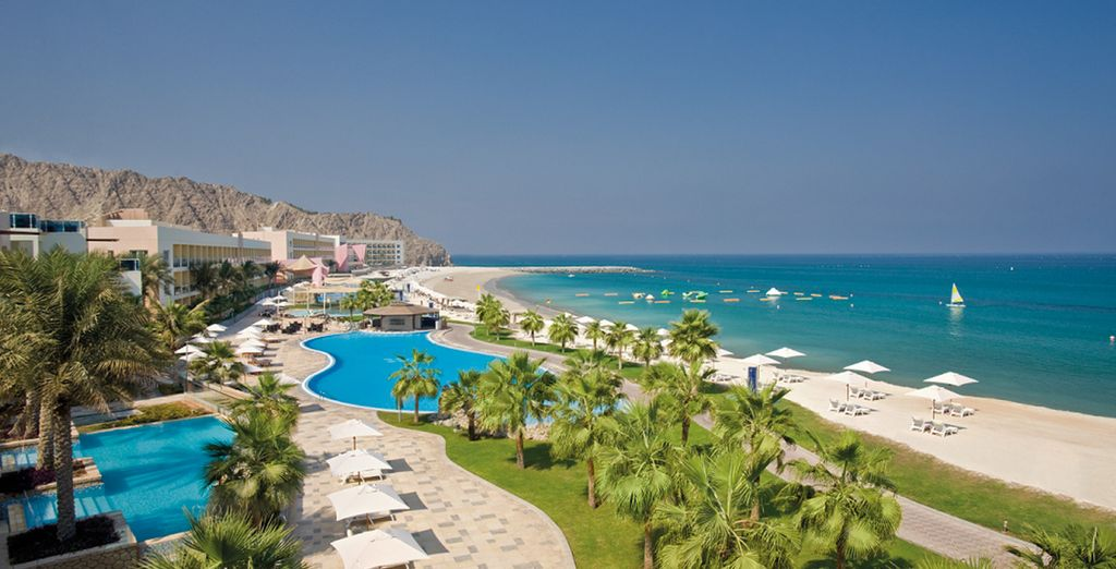 The golden beaches await... - Radisson Blu Fujairah 5* Fujairah