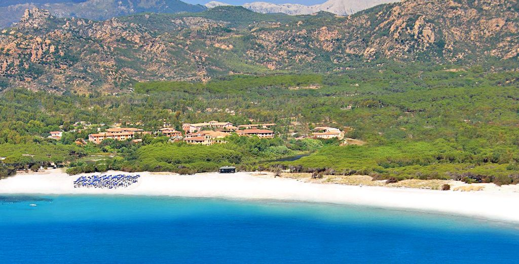 Stretch out on a soft powdery beach, surrounded by impressive scenery - Cala Ginepro Hotel Resort 4* Sardinia