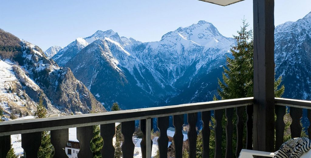 Panoramic mountain views from your balcony
