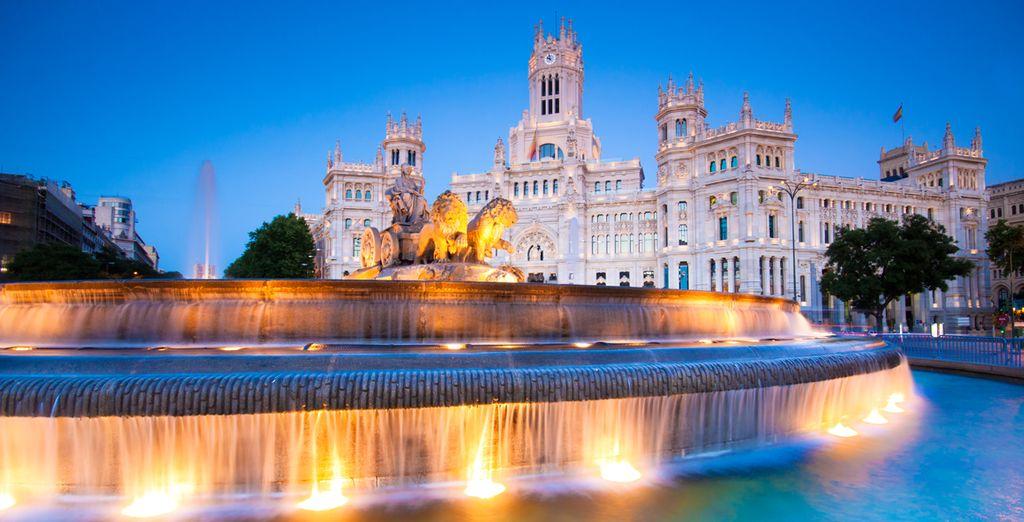 Visit the most famous monuments of the capital