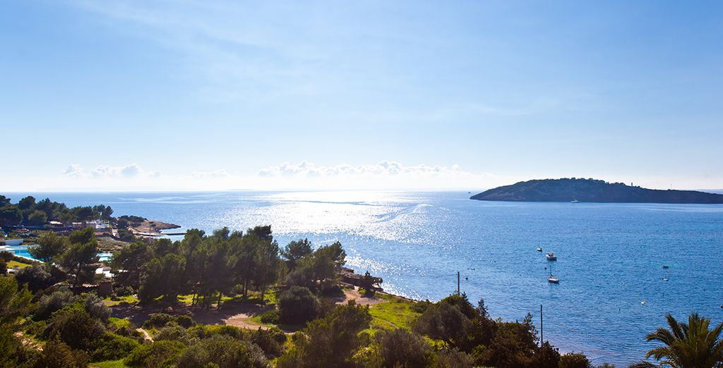 In a stunning location overlooking Talamanca Bay