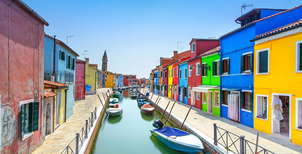 We've included a taxi ride to colourful Murano in the price!