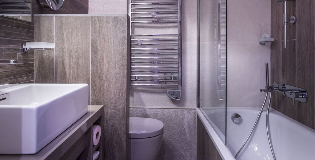 And its completely equipped bathroom
