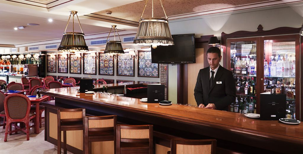 Or sip a cocktail at the hotel bar ...