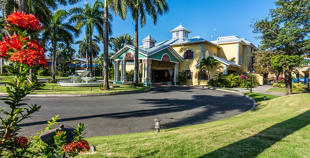 At the Adults only Jewel Paradise Cove Resort 4*