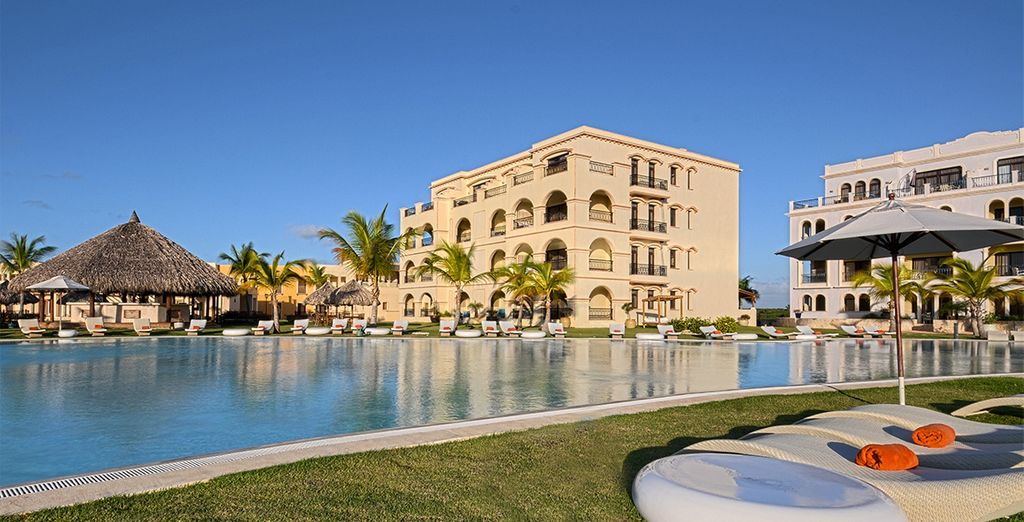 Or relax by one of the four swimming pools onsite at Alsol Luxury Village 5*