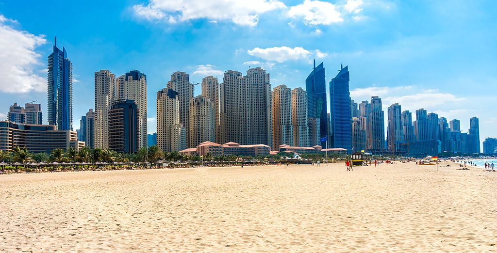 Sandwiched between the powdery white sands of Jumeirah Beach