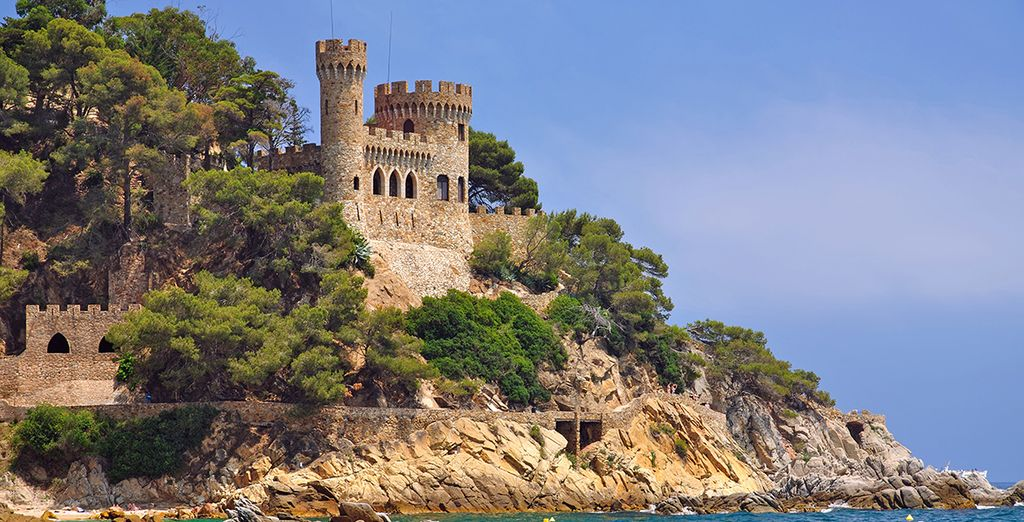 And famous landmarks such Sant Joan castle