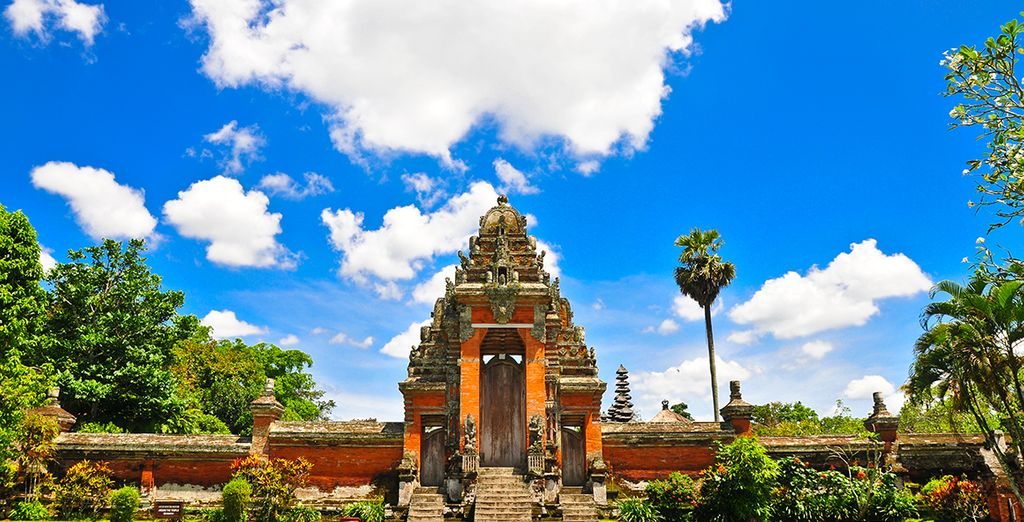 Discover the local culture - Ubud is the artistic heart of the island