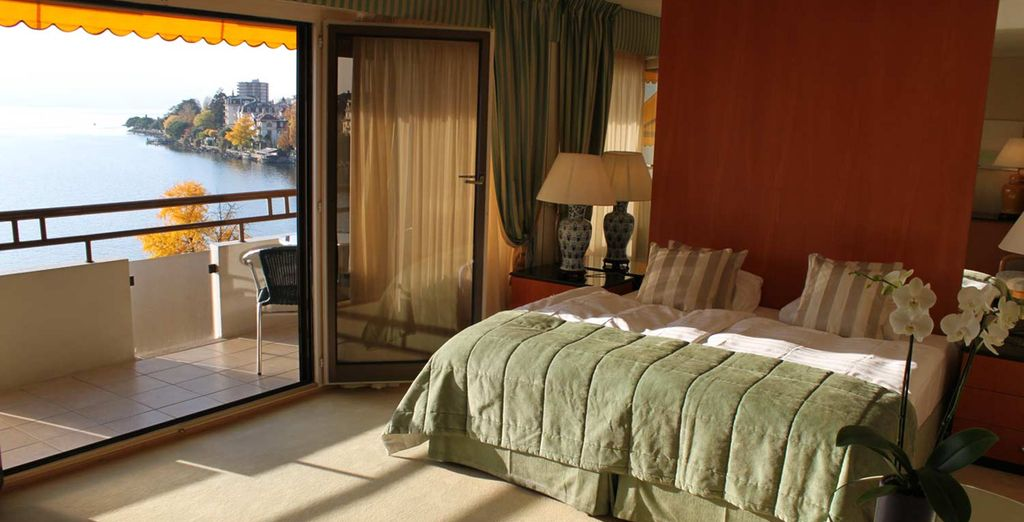 Stay in a homely Deluxe Lake View Room