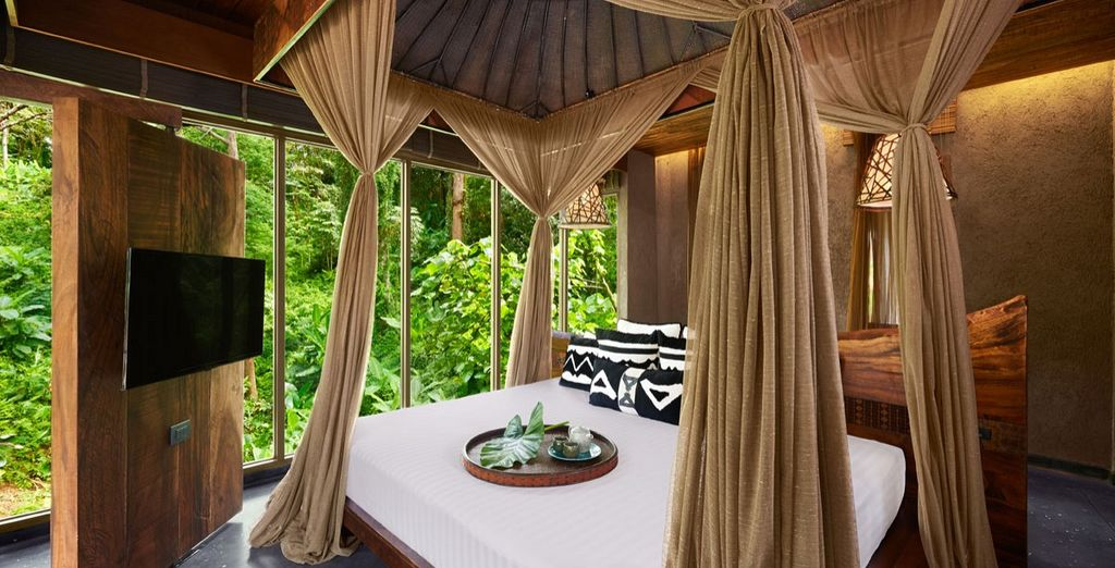 Between the green canopies and the flowing curtains you will find space to relax