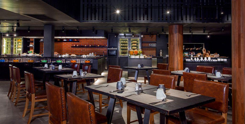 La Vela boasts fabulous indoor and outdoor dining options