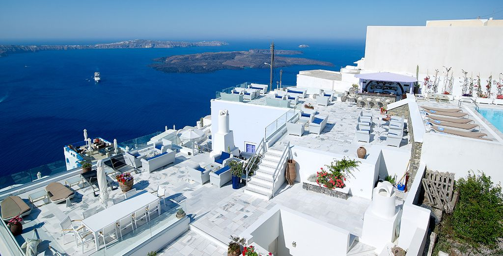 Occupying an unbeatable location in Santorini