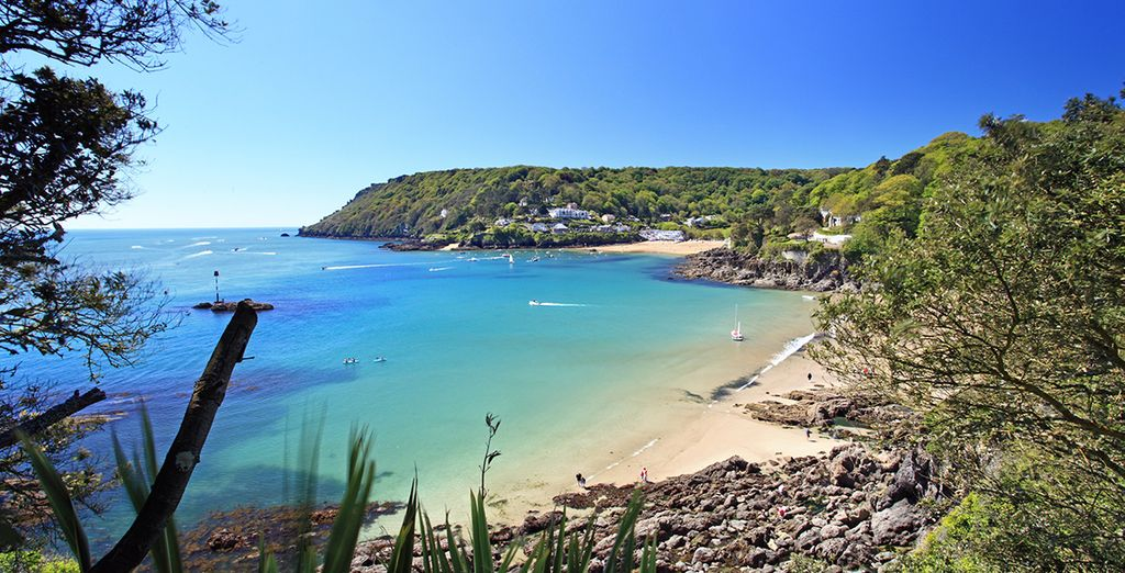 Stunning Salcombe is just a short drive away (37km)