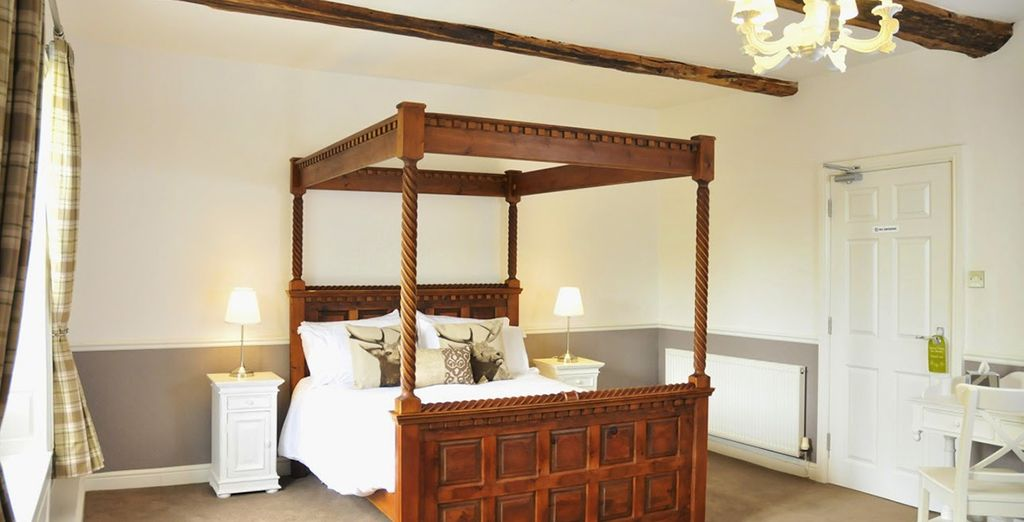 Or an Executive Room with four poster bed