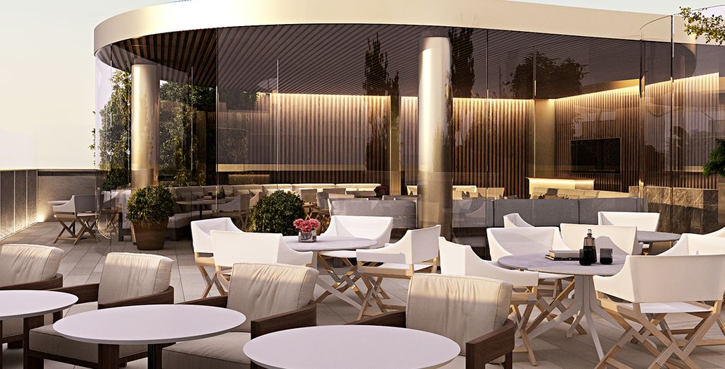 And a gorgeous rooftop bar (seasonal)