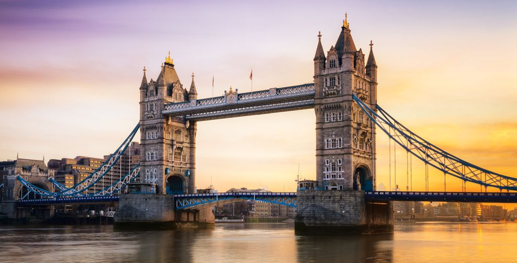 Stay right next to Tower Bridge!