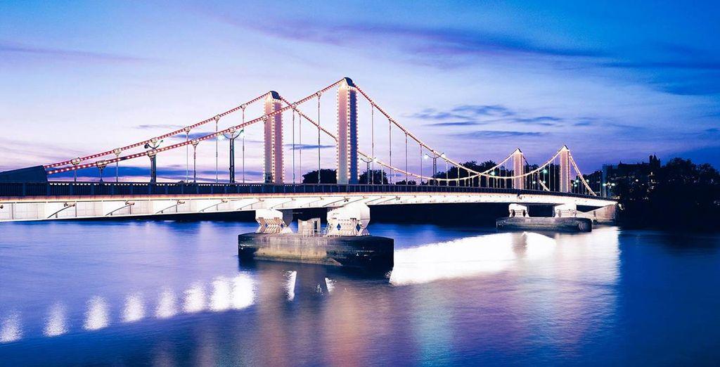 Venture across the Chelsea Bridge