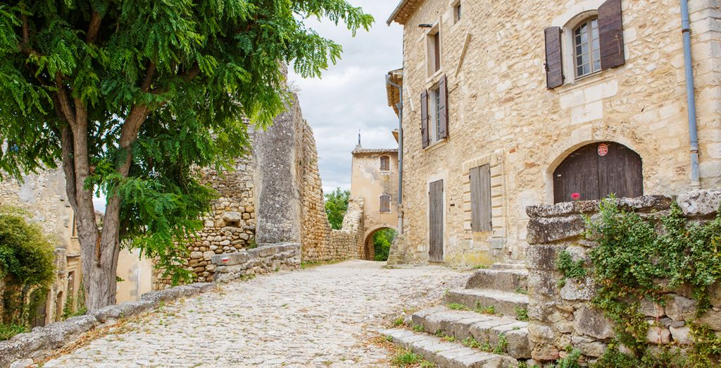 Roam the quintessential streets of St Remy de Provence