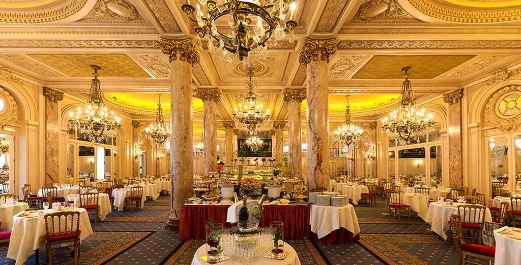 Enjoy a superb meal or drink in the hotel's bars and retaurants