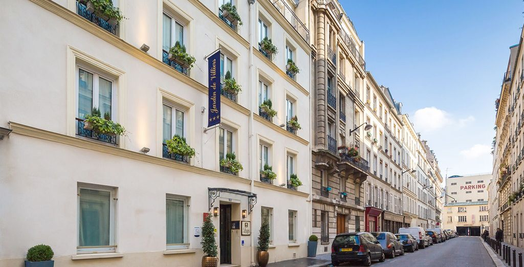 Situated on a quiet, typically Parisian street
