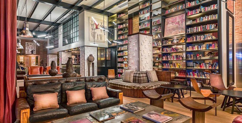 Recently refurbished by renowned interior designer, Lázaro Rosa-Violán...