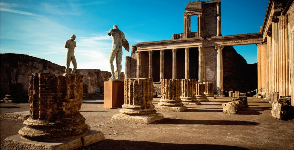 Discover Pompeii with our optional excursion!