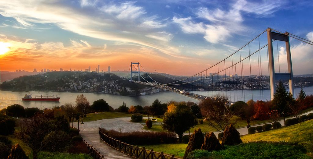 Discover Istanbul, a city mixed between modernity and historical heritage