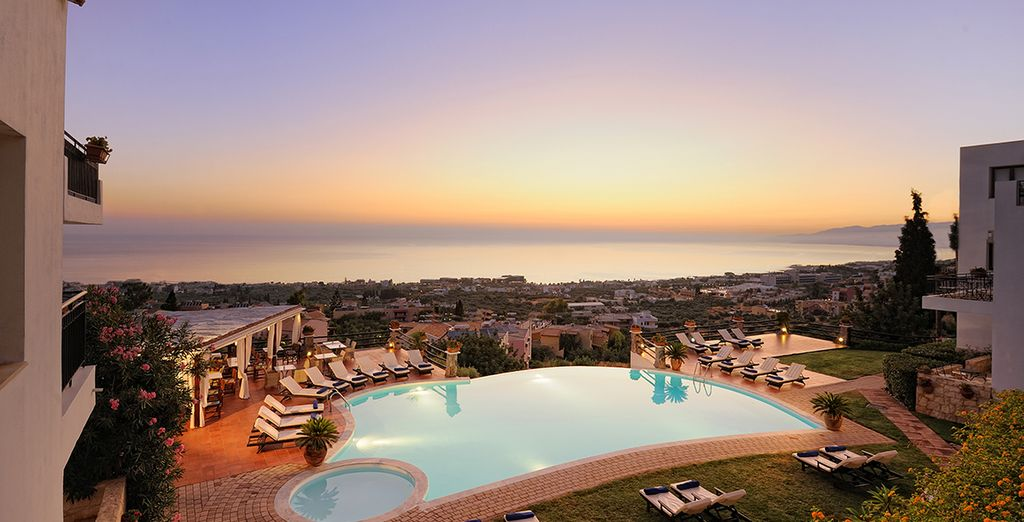 Or head to the Cliff Bar for stunning sunset views