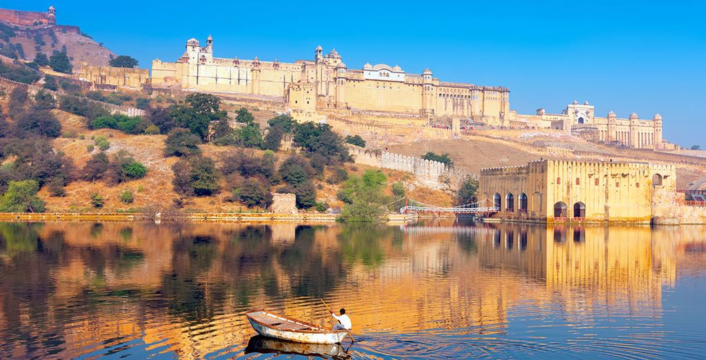 ...And marvel at the majestic Jaipur Fort
