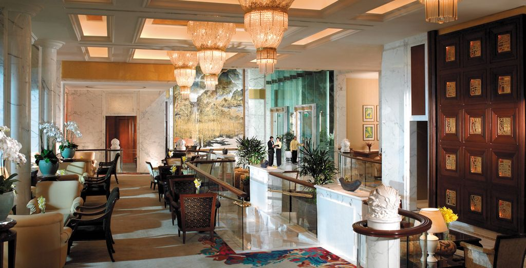 Start your stay in the grand Shangri-La Singapore