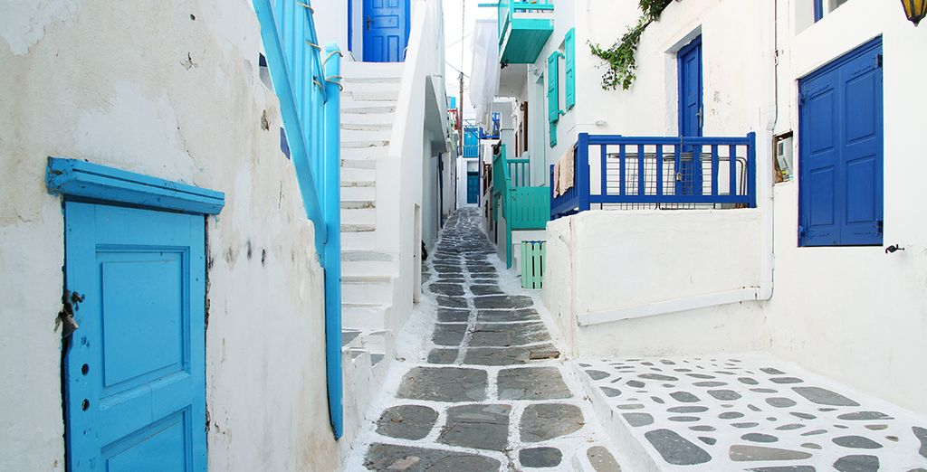 You are just 2.5 km from the winding streets of Mykonos Town