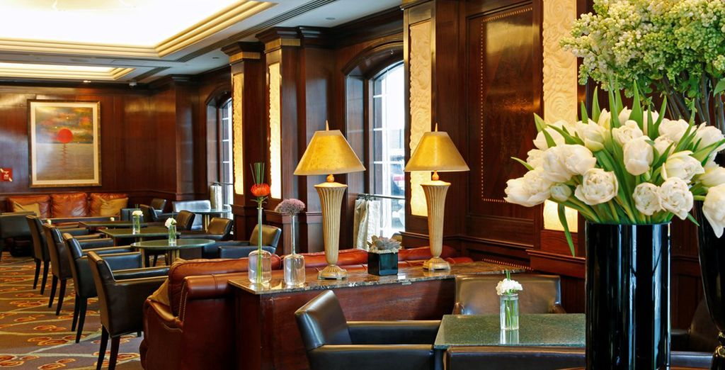 Start in New York at the classic Warwick Hotel - Warwick New York & Omni Parker House 4* New York & Boston