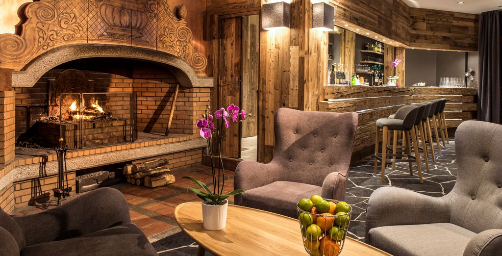 Relax in the cosy lounge of Le Pic Blanc 4*