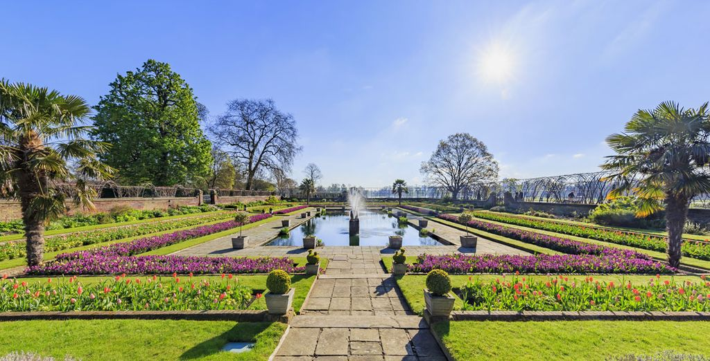 Take a stroll in Hyde Park to escape the crowds
