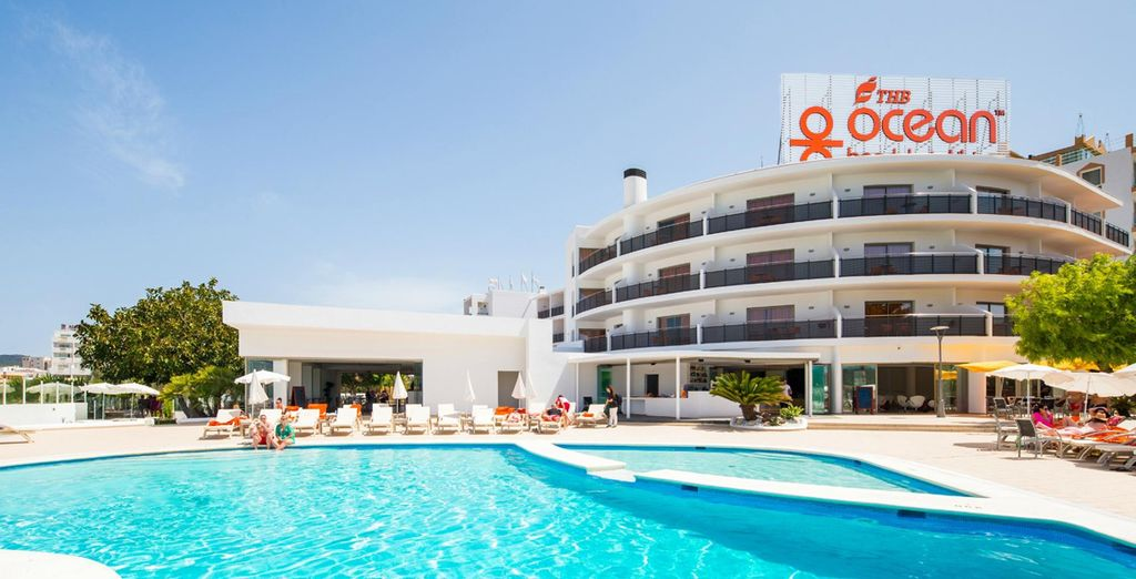 Make your way down to the pool where endless days of sunshine await