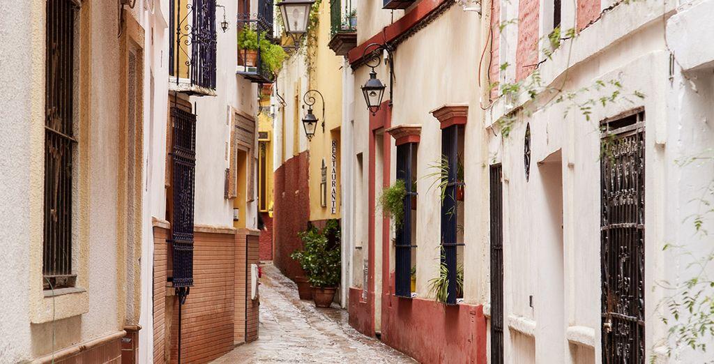 The winding streets of Barrio Santa Cruz