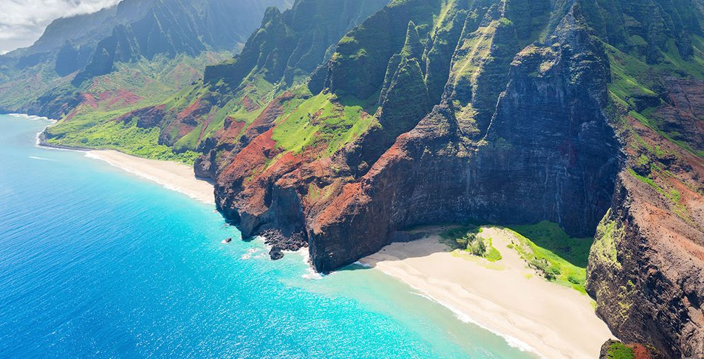 You will then cruise around some of the most stunning the Hawaiian island such as Kauai