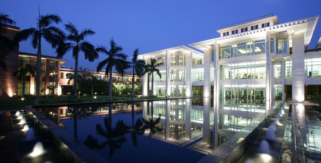 Choose the Superior category hotels to end your stay at the regal Jaypee Palace 5*