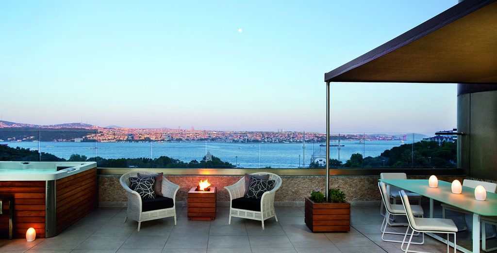 There's also a fantastic terrace from which you can admire views of the city!